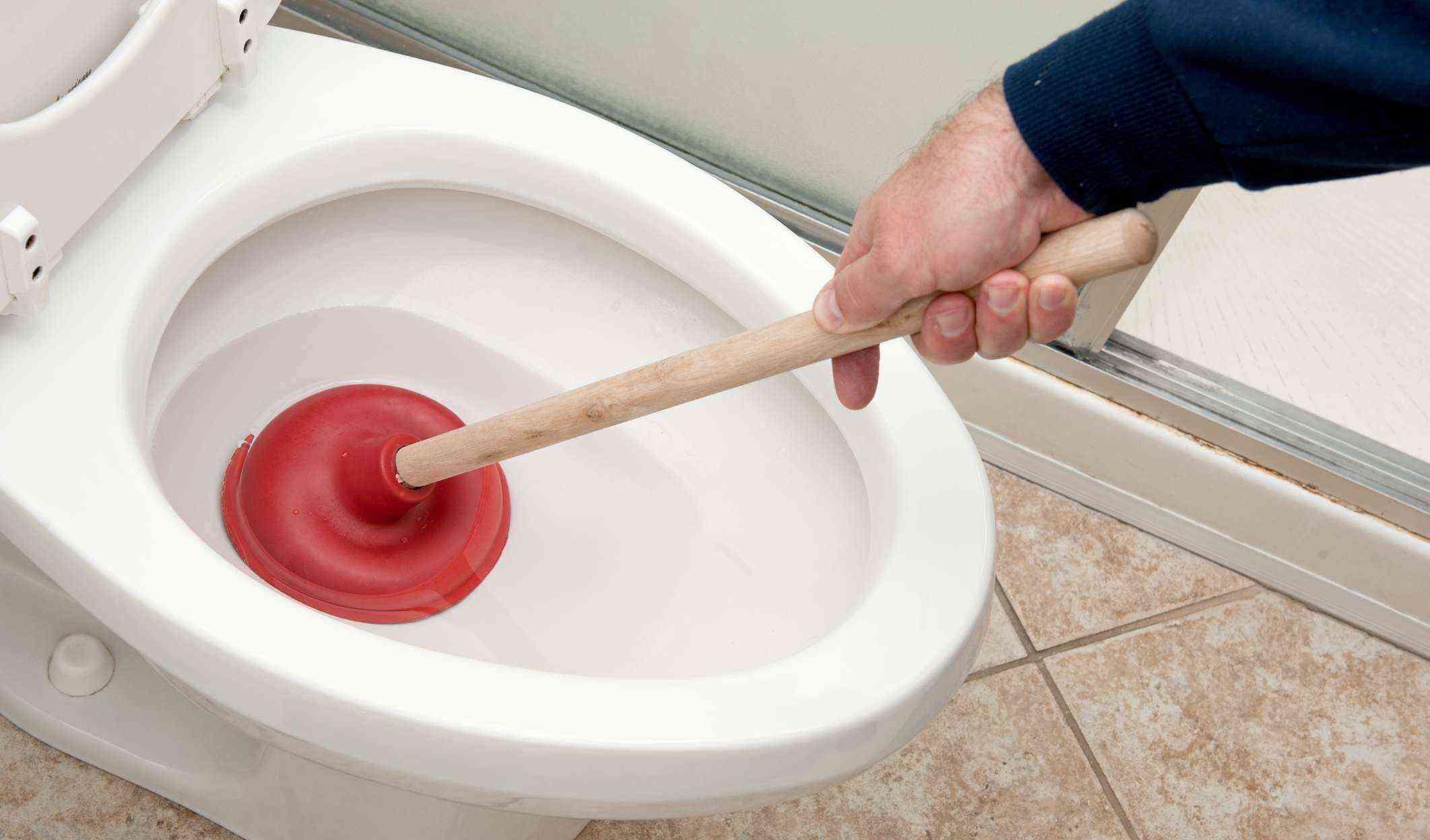 Отпушване на тоалетна чиния